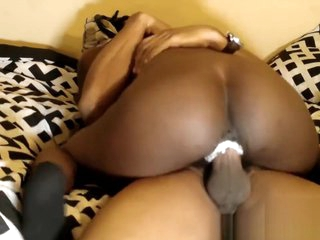 Petite Chocolate Paints dick while riding