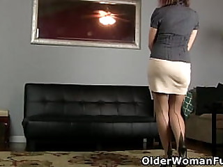 Hairy milf Helena from the US goes to town on her unshaven lady bits with a new sex toy (now available in Full HD 1080P). Bonus video: American milf Vivi.