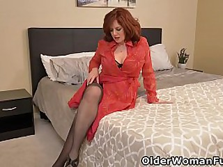 Florida milf Andi James can't control the urge to get herself off in nylon pantyhose (brand NEW video available in Full HD 1080P). Bonus video: USA milf Jessica O'Hare.